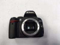 Nikon D3000 váz